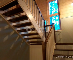 Из какого дерева делают деревянные лестницы?