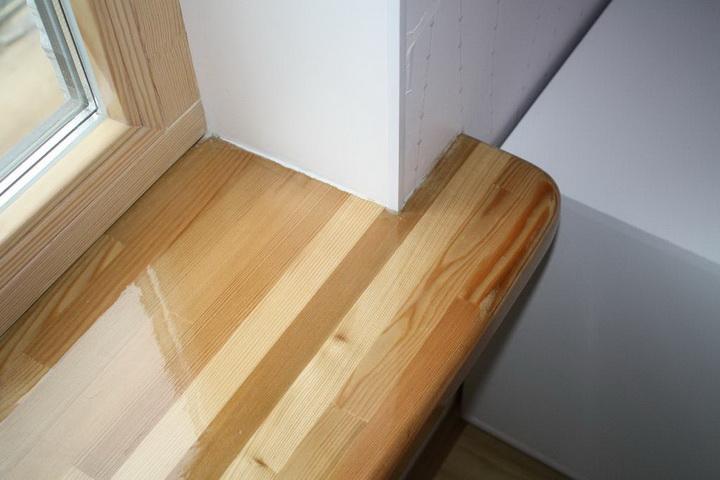 Какие бывают деревянные подоконники и за ними ухаживать