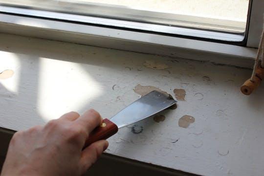Как покрасить деревянный подоконник