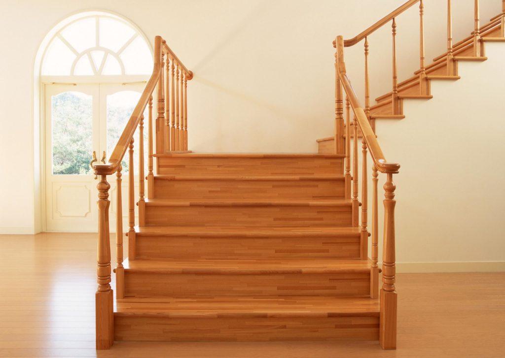 Из какого дерева лучше сделать лестницу?