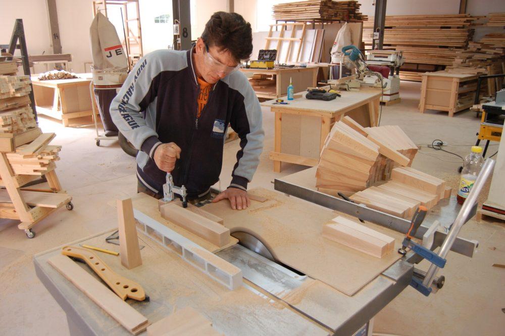 Процесс изготовления мебели из дерева