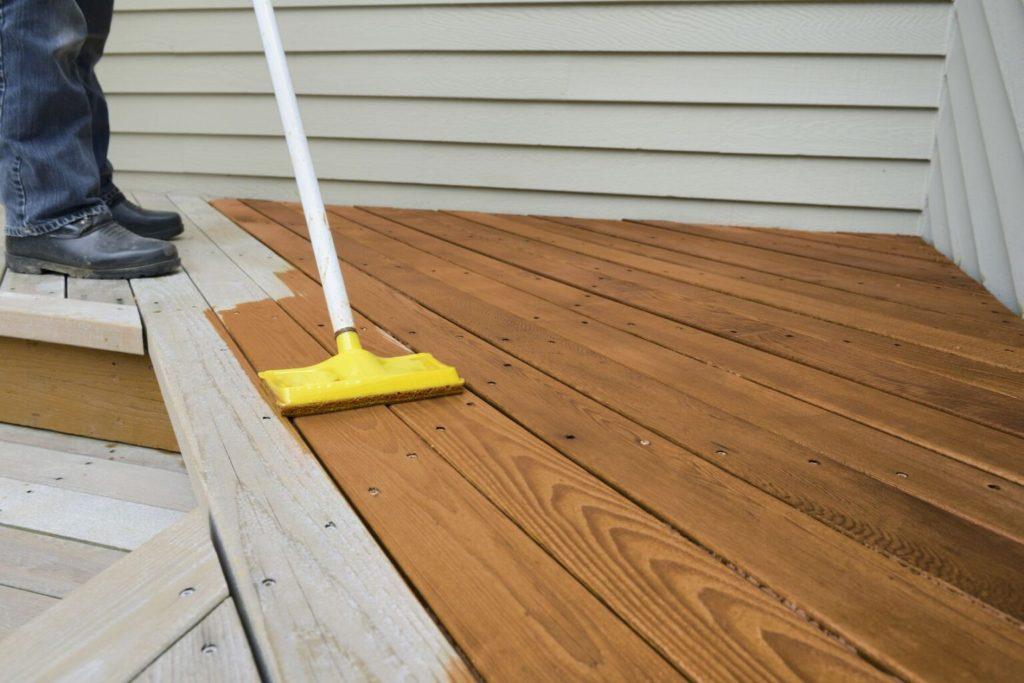 Как правильно покрасить деревянный пол