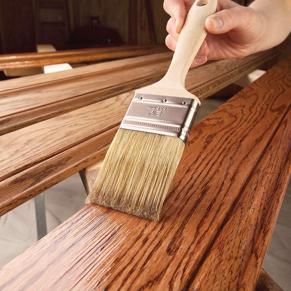 Как правильно наносить лак на деревянную поверхность картинка